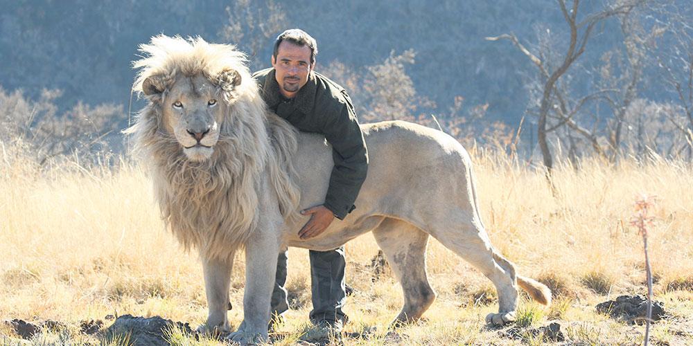 Kevin Richardson Lhomme Qui Murmure à Loreille Des Lions