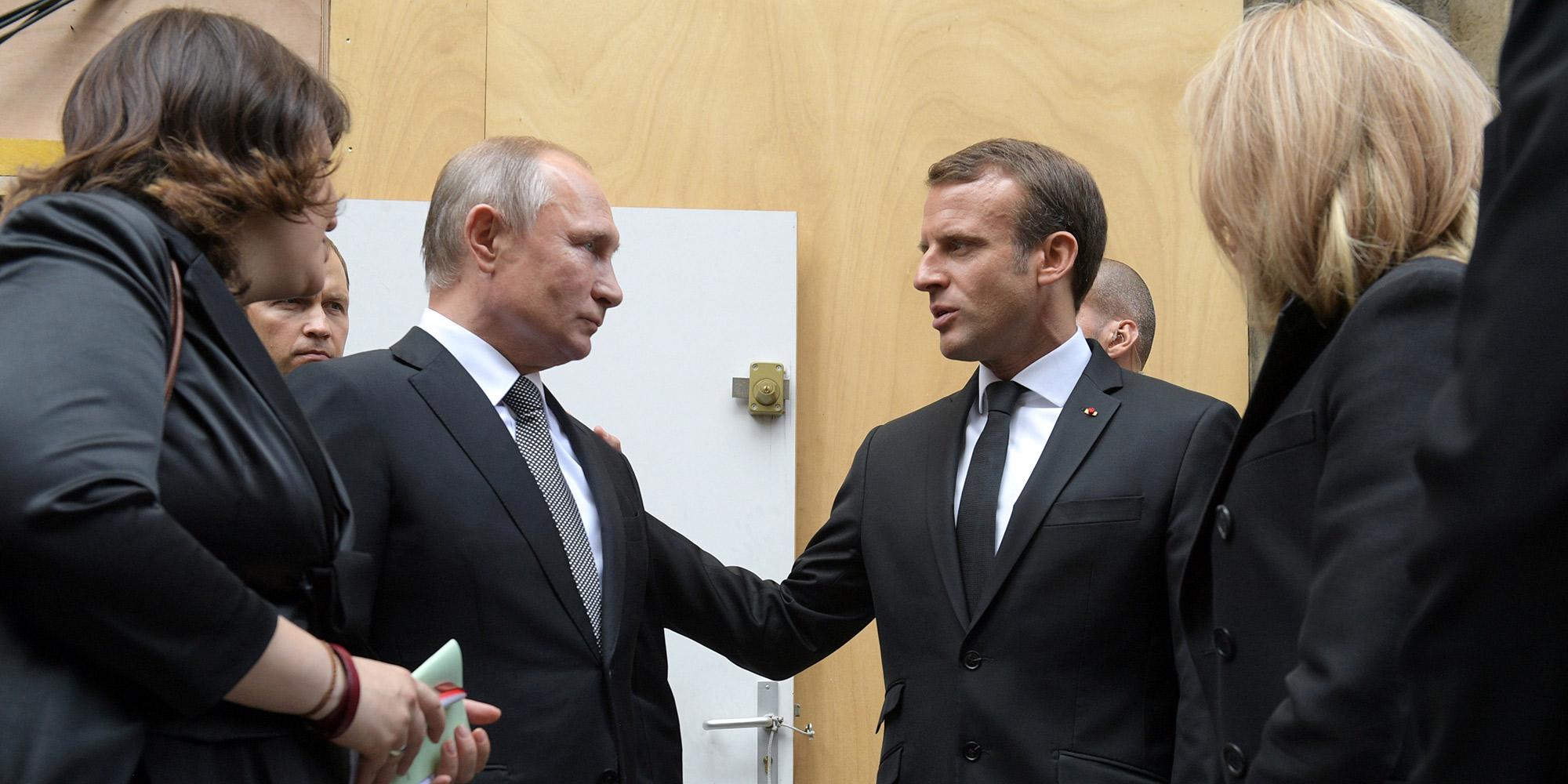 Emmanuel Macron Continue Son Virage Prorusse