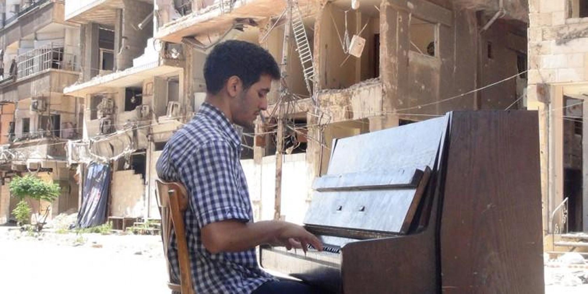 Aeham Ahmad Aeham-Ahmad-sept-ans-de-guerre-en-Syrie-dans-son-piano