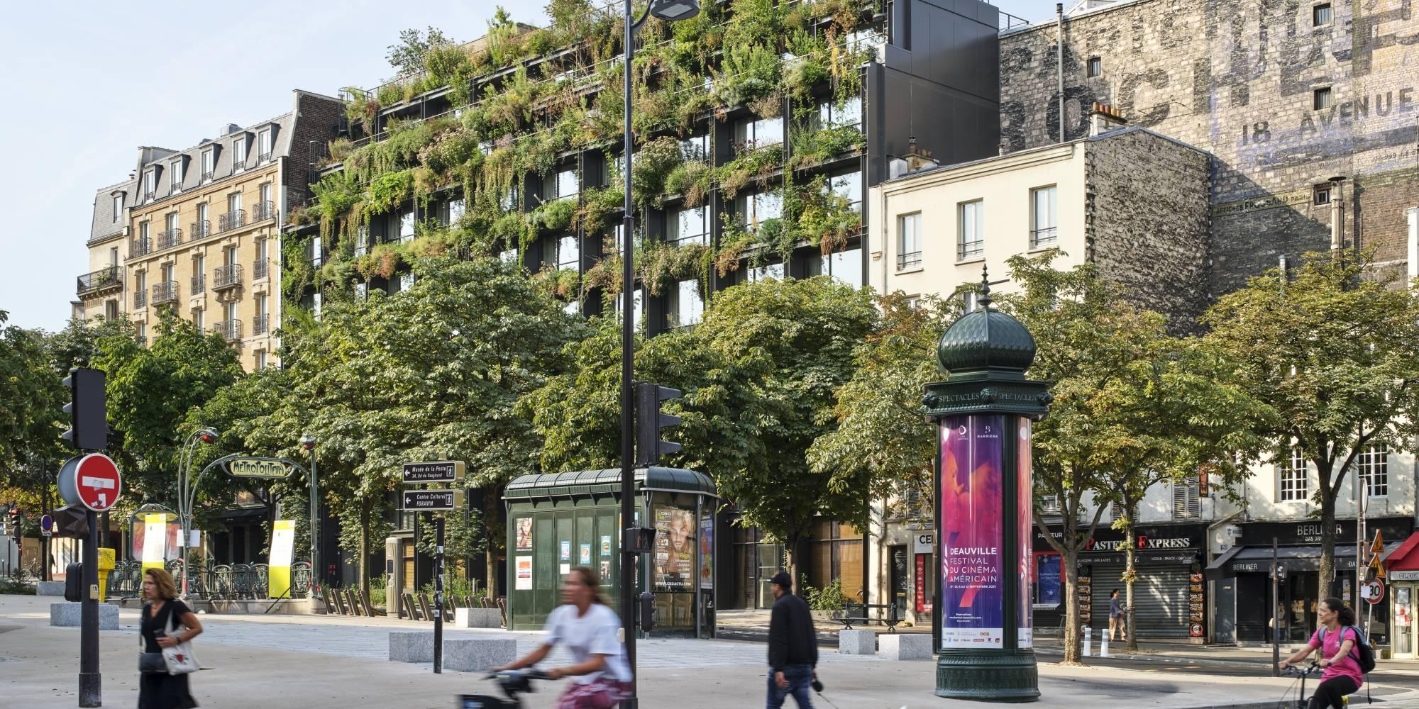 A Paris, un immeuble où des plantes font partie intégrante de la structure de métal et de béton