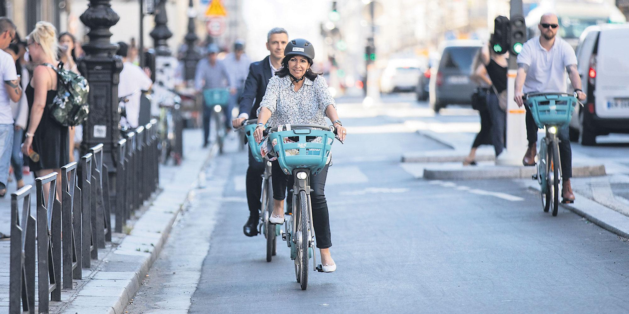 """Anne Hidalgo : """"Je veux que Paris soit la capitale mondiale du vélo"""""""