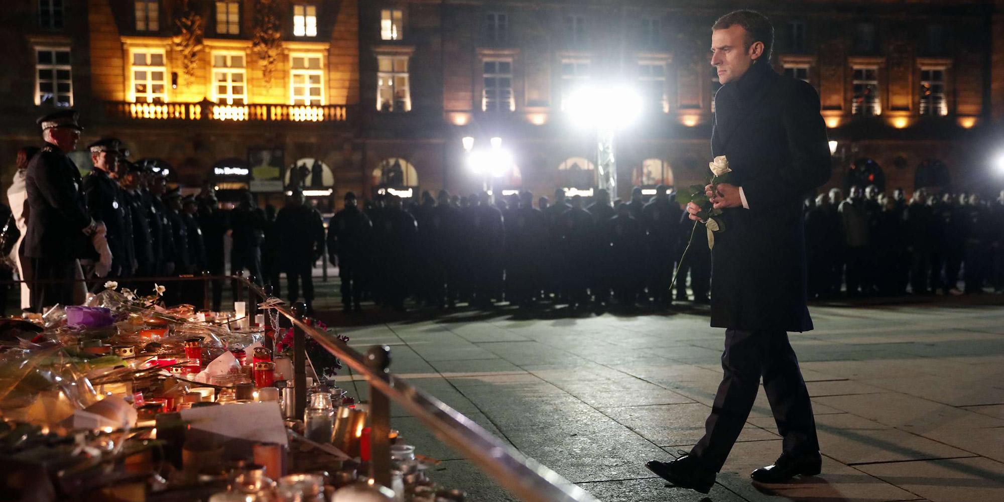 Attentat de Strasbourg : Macron a rendu hommage aux victimes devant un mémorial improvisé