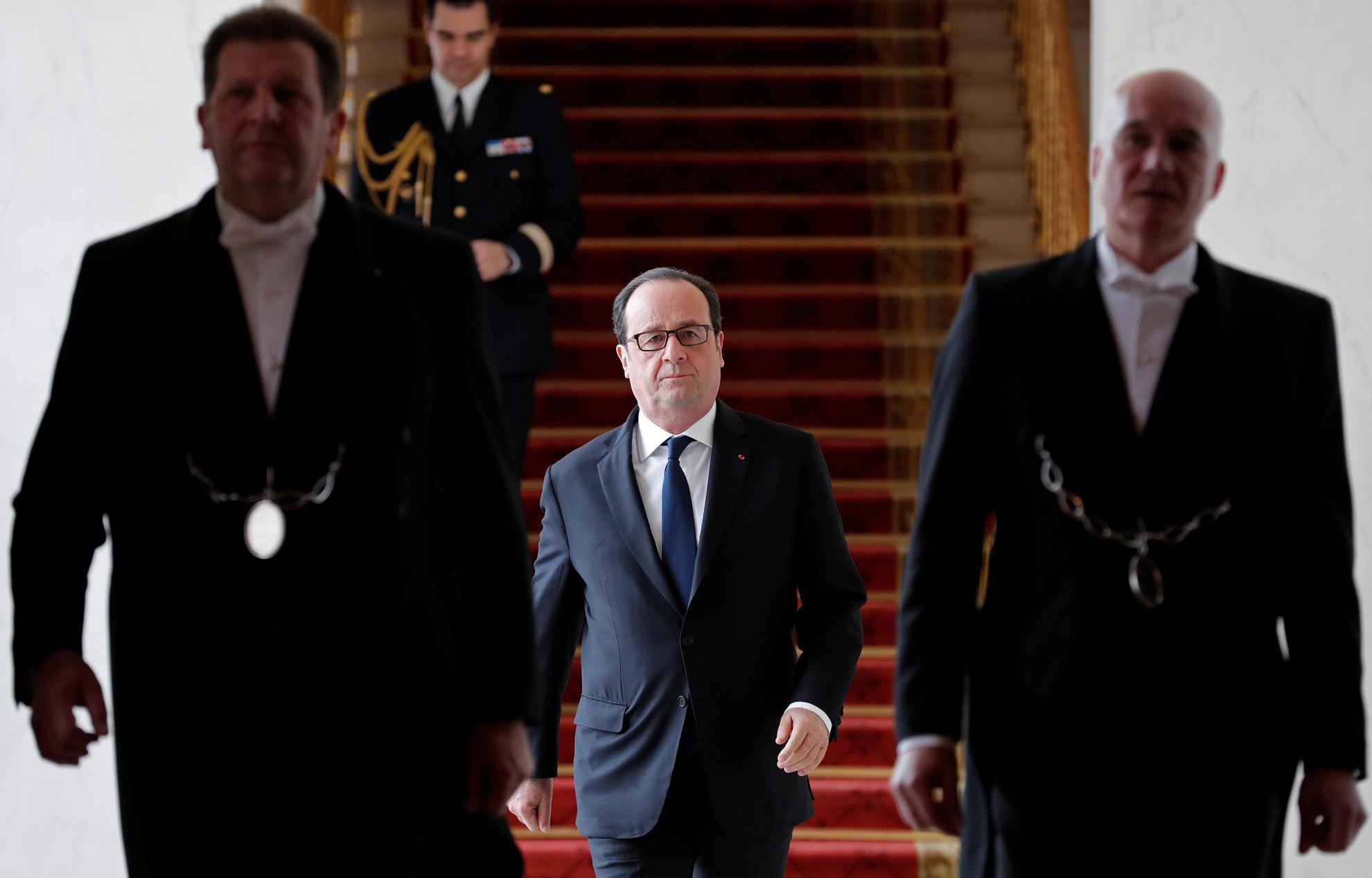 Mitterrand chirac sarkozy hollande à chacun son cabinet noir