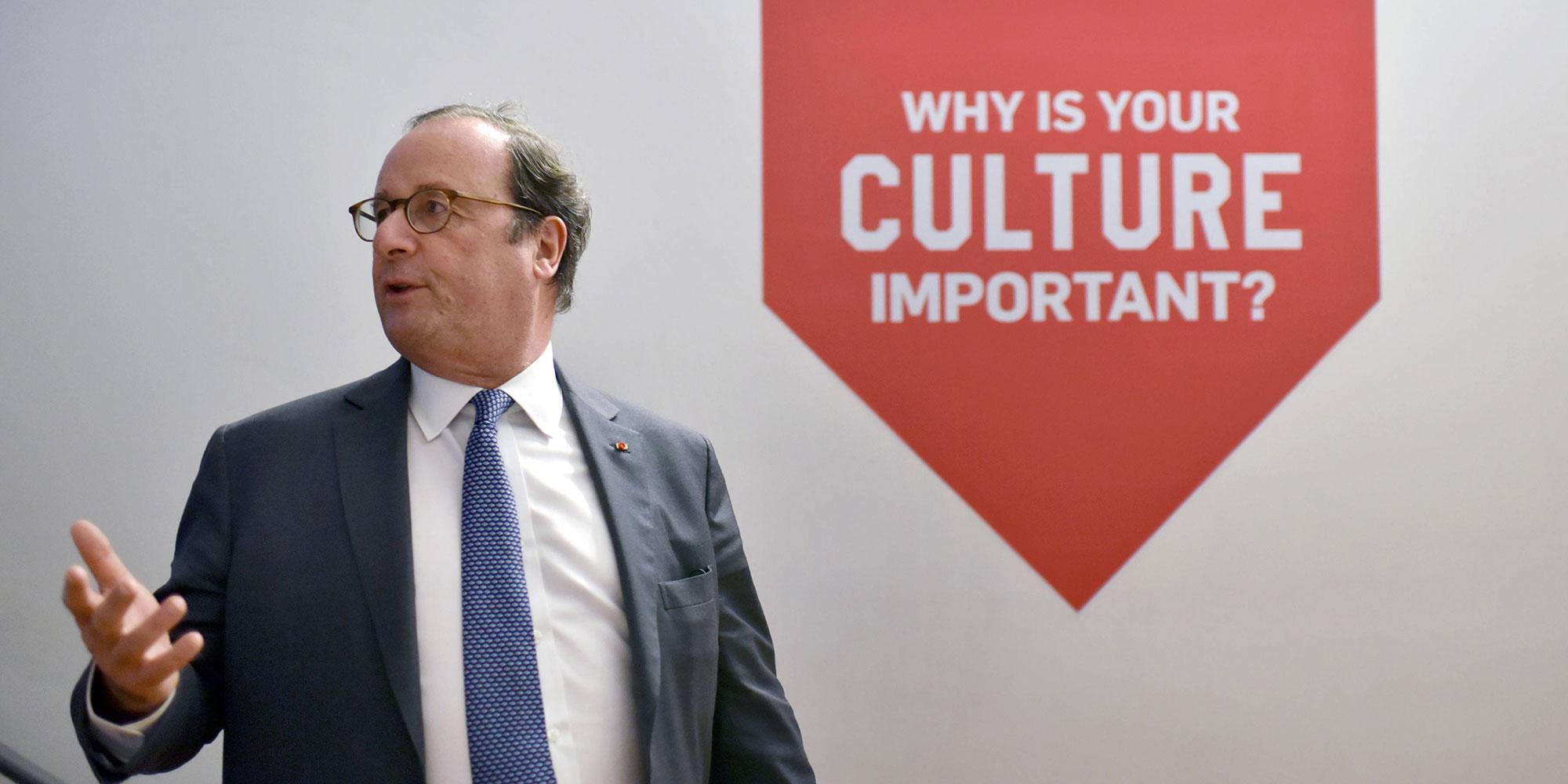 Ce que dit le livre de François Hollande sur la République destiné aux adolescents