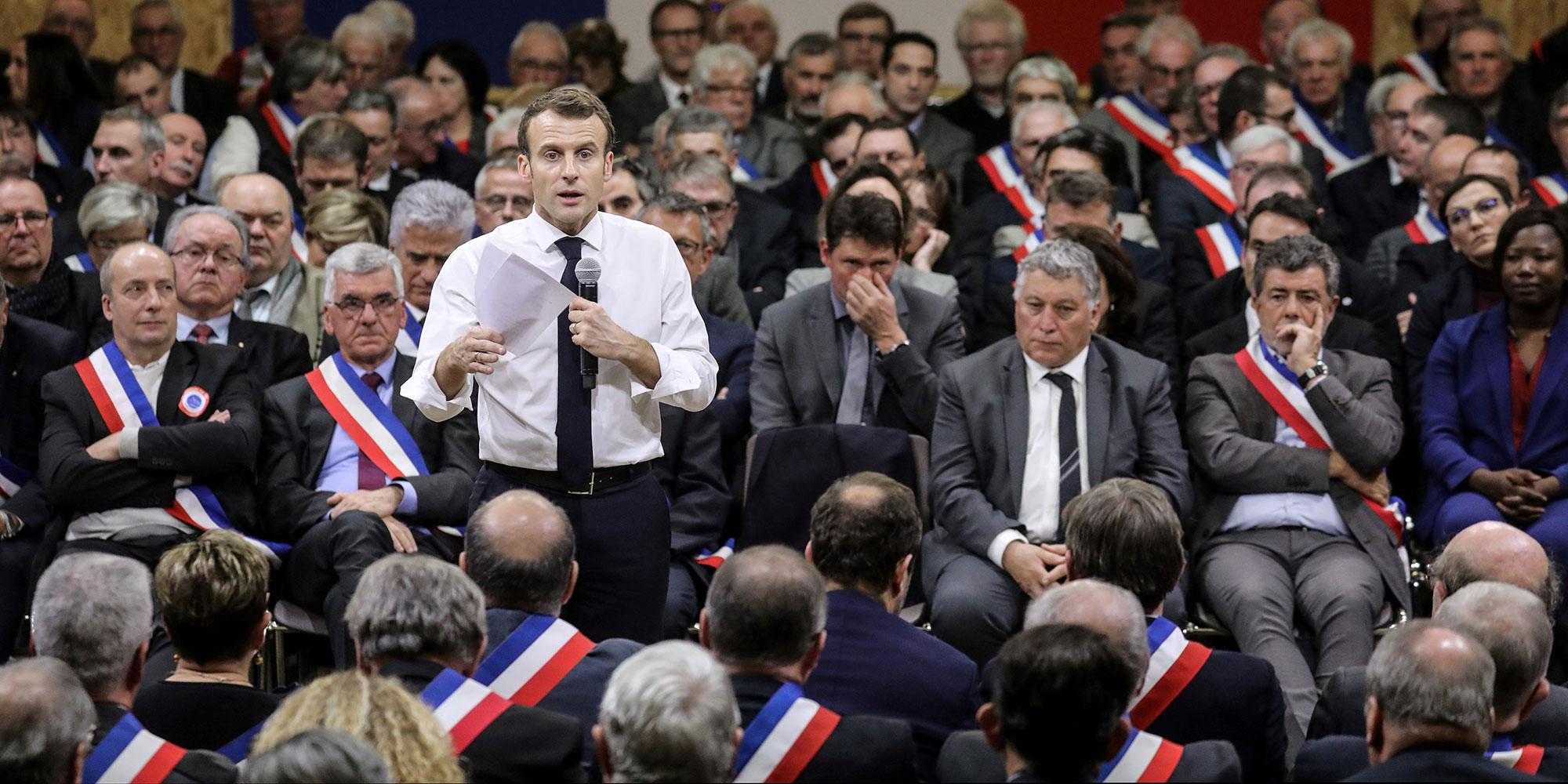 """Emmanuel Macron : """"Le sujet de l'immigration ne doit pas être un tabou"""""""