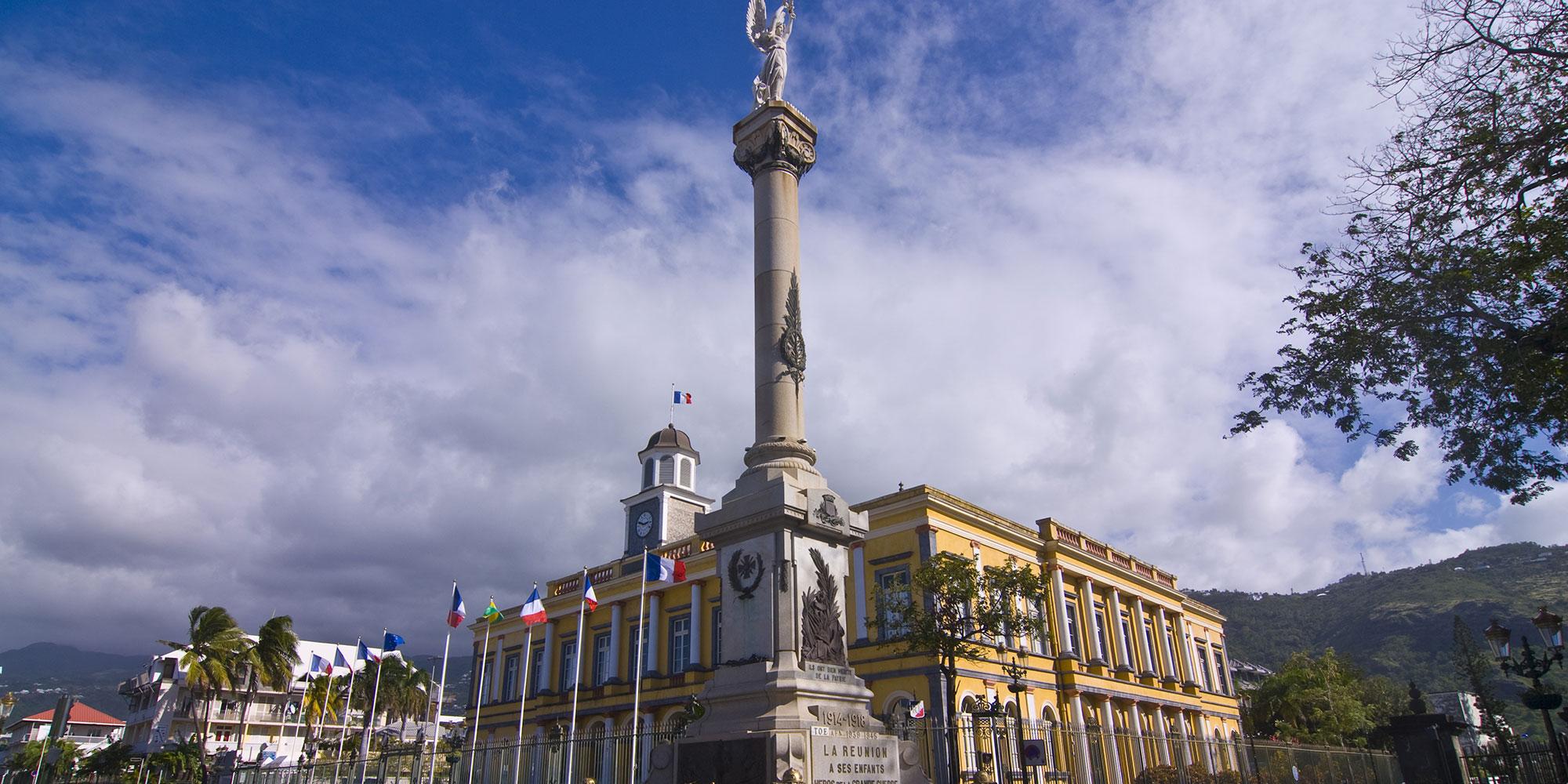 Municipales : à Saint-Denis de La Réunion, un jeu politique très ouvert après le départ du maire sortant