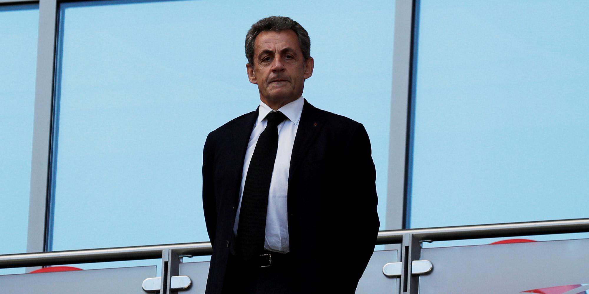 Quand Nicolas Sarkozy Dedicace Son Livre A Delphine Ernotte