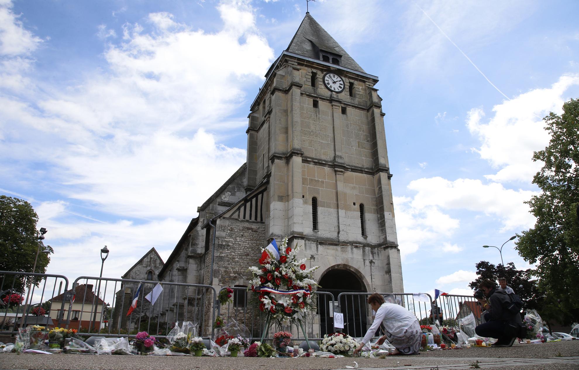 video gay rencontre à Saint-Étienne-du-Rouvray