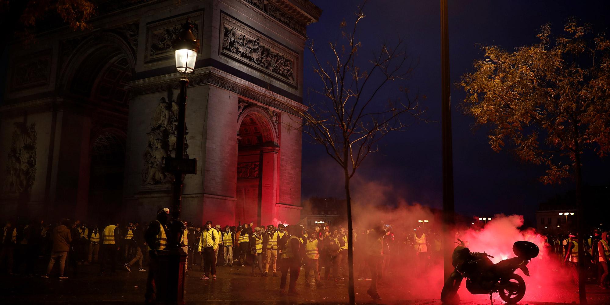 Gilets jaunes   une 3e journée de manifestations marquée par les violences  et le chaos 4c4a0e59a77