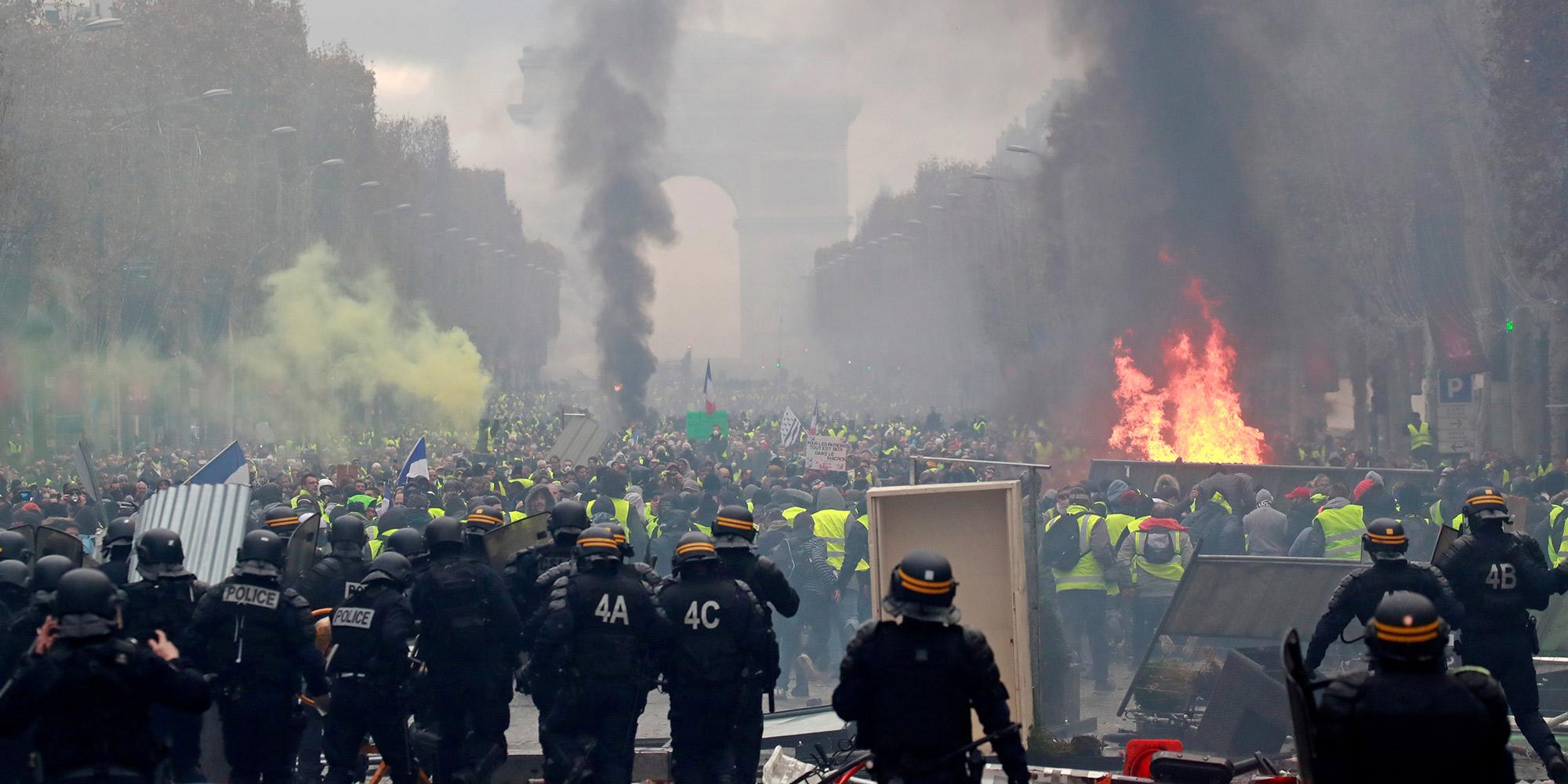 foto de Manifestation des Gilets jaunes sur les Champs Elysées