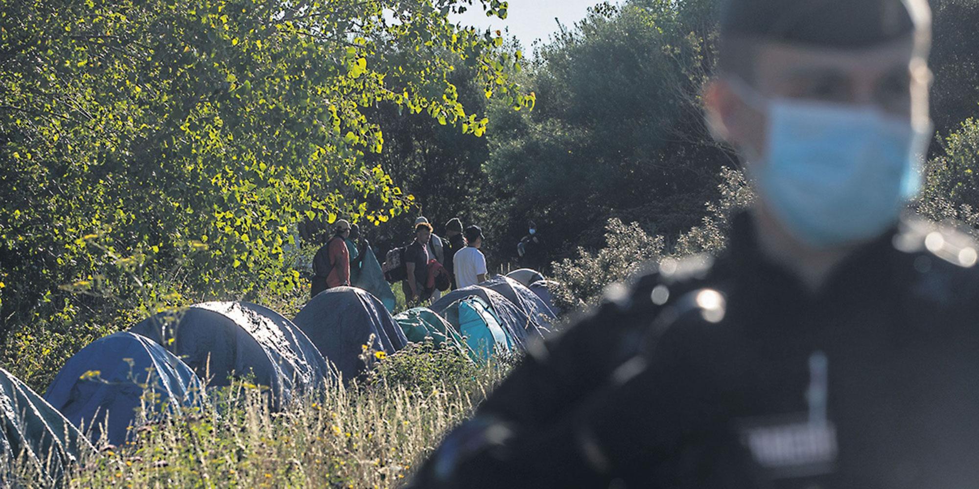 Opérations policières, soupçons de brutalité et de racisme : à Calais, les exilés sous pression