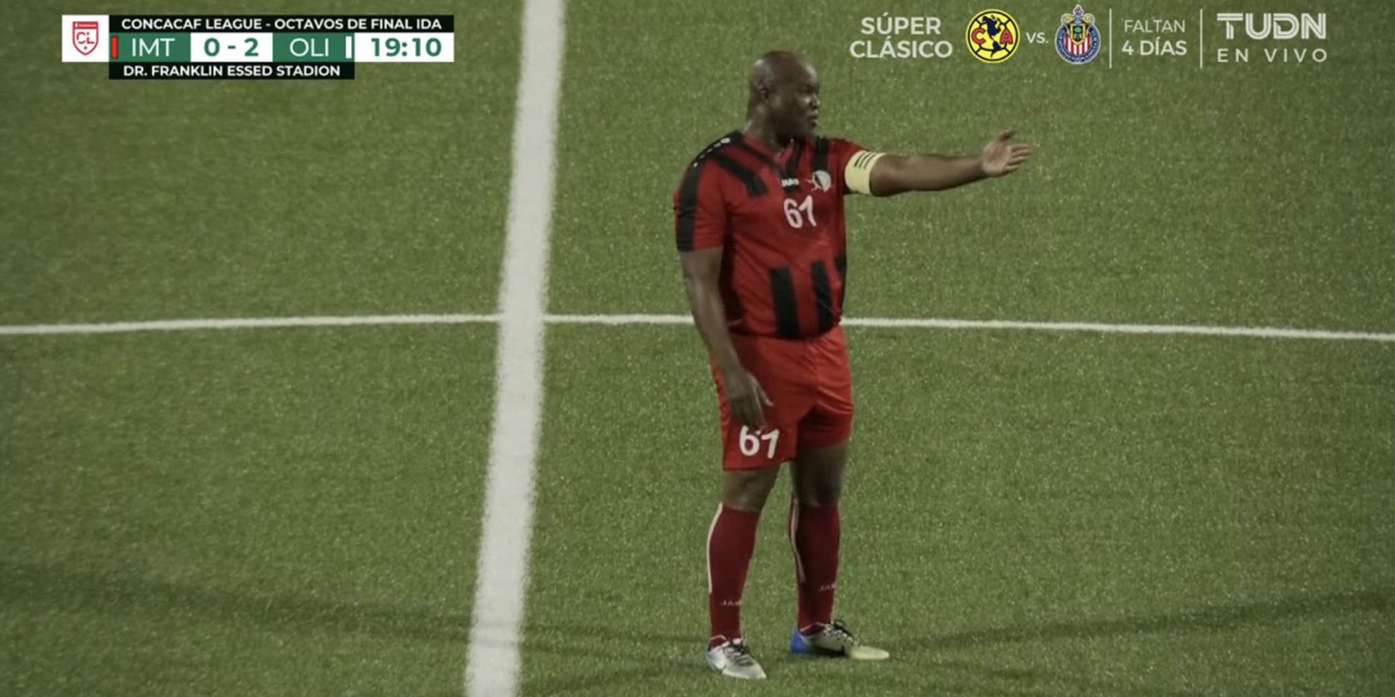 Le vice-président du Suriname, 60 ans, soupçonné de corruption après avoir joué un match de foot professionnel