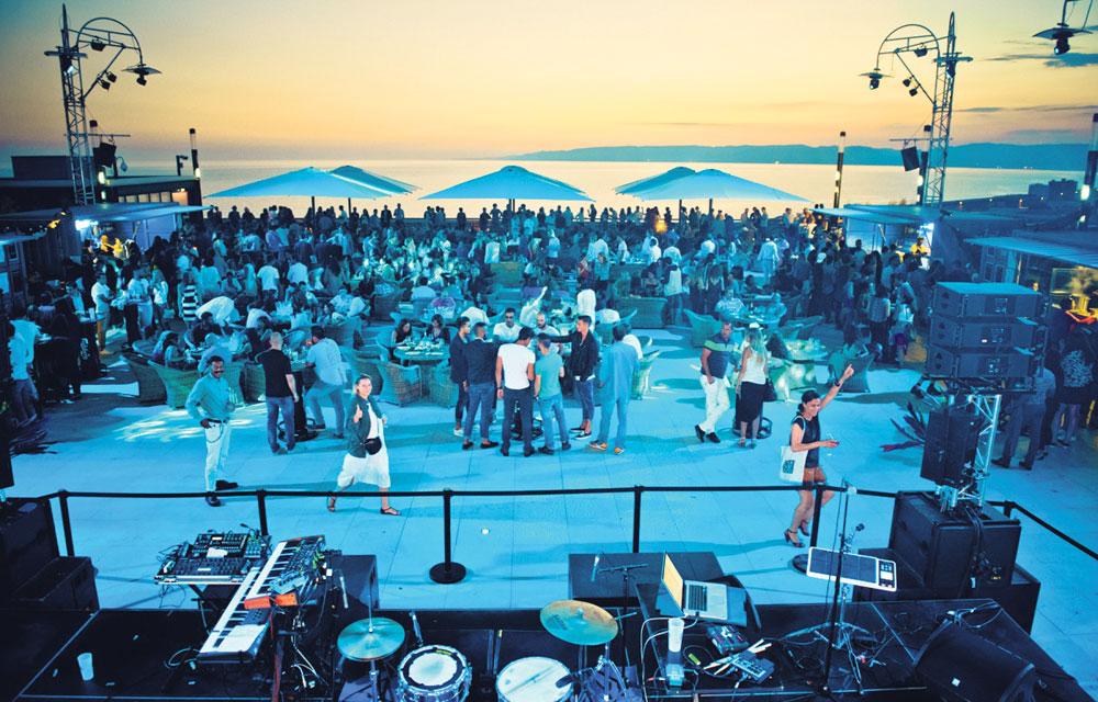 A Marseille Le Plus Grand Bar De France